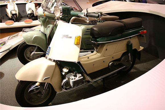 """世界上卖得最好的摩托车——本田""""超级幼兽"""""""