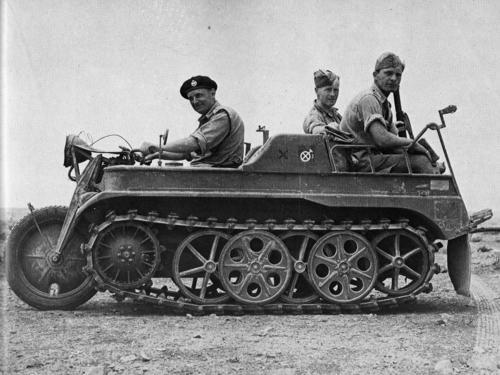 二战期间,德国发明了一款履带式摩托车