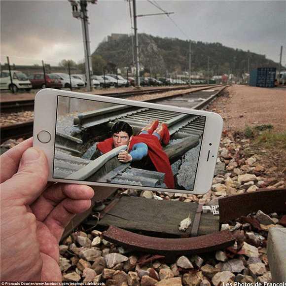 台手机,这个人把电影场景带到了自己的日常生活中