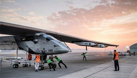 第一架环球飞行的太阳能飞机即将起航