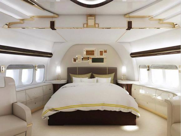 对大多数人而言,价值6500万美元的湾流G650公务机(Gulfstream G650)和庞巴迪全球系列(Bombardier Global Series)已经是私人飞机豪华空中旅行的象征。不过,还是有极少数人能负担得起比它们更奢华的私人飞机,他们希望将私人飞机转变成空中的豪华宫殿。为了满足他们的需求,空客和波音已经开始出售空客公务机系列以及波音公务机系列的VIP版本。 据Business Insider4月2日报道,绿点科技公司(Green Technologies)近日公布了一架超级豪华版的波音747