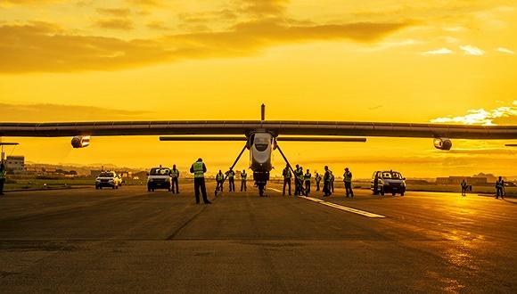 那架风光的环球飞行太阳能飞机