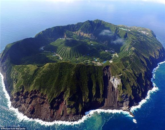 该岛被日本气象厅认定为活动度为c级的活火山