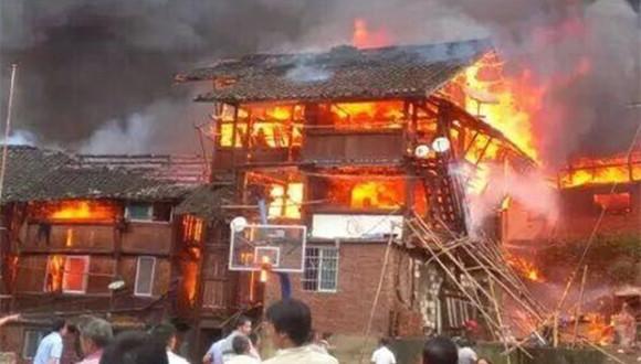 貴州侗寨發生火災燒毀二十多間房屋