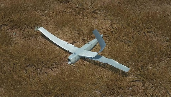 CNN援引土耳其军方当地时间周五的声明称,土耳其空军在位于土叙边境的土耳其领空击落不明身份飞行器。土耳其一名高级官员称,被击落的飞行器是一架无人机。 目前尚不清楚无人机属于哪个国家,但俄罗斯战机据称曾在最近几周两次飞入土耳其领空。 土方官员称,飞机进入土耳其领空后,土军曾发出三次警告,但飞机没有做出任何回应,仍继续行进,土方遂将其击落。 美国防部两名官员对CNN称,根据初步报道,被击落的飞行器为俄罗斯无人机。他们还称,美国会继续对该事件的情报进行调查。 俄罗斯国防部通过Facebook发表声明称,所有俄罗