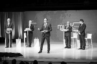 """加拿大辩论节目上,中国、新加坡专家用事实反驳""""中国威胁论"""",获胜!"""