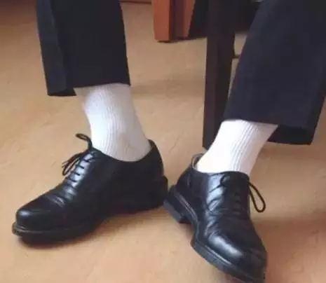 小女孩穿 白袜 花边 皮鞋
