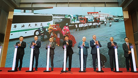 穿越三国20座城市行程近万公里 中俄哈天然气汽车拉力活动在如东启程