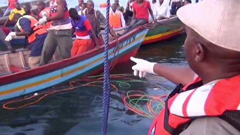 坦桑尼亚船只沉没致百人死亡 核载100人疑似超载400