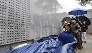 """""""哭墙""""再次延长,新增26个南京大屠杀遇难者姓名"""