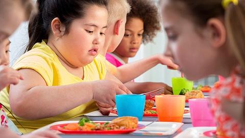 线上渣滓食品告白花样百出,世界卫生组织说会招致儿童瘦削