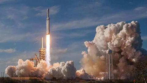 """""""重型猎鹰""""首次商飞成功,SpaceX再进一步"""