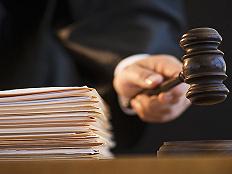 """渣打银行员工冲动辞职,撤回遭拒索赔30多万,法院二审结果""""大反转""""丨局外人"""